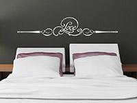Ornament Wandtattoo Love im Schlafzimmer in weiß