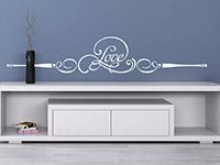 Romantisches Wandtattoo Ornament Love auf farbiger Wand