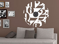 Wandtattoo Uhr Zahlenspiel im Wohnzimmer in weiß