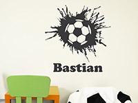 Wandtattoo Fußball mit Wunschname im Kinderzimmer