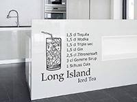cooles Long Island Iced Tea auf hellem Hintergrund