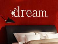 Dream Wandtattoo im Schlafzimmer in beige auf roter Wand