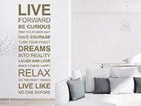Wandtattoo Live forward an einer freien Wand im Wohnzimmer