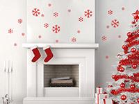 Wandtattoo Schneeflocken in rot im Wohnzimmer