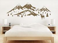 Wandtattoo In den Bergen als traumhafte Schlafzimer Kulisse
