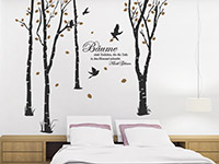 Originelles Wandtattoo Zweifarbige Bäume über dem Bett