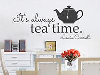 Englisches Wandtattoo Always tea time auf heller Wand im Esszimmer