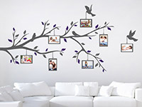 Wandtattoo Zweifarbiger Ast mit Fotorahmen im Wohnzimmer