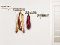 Spruch Garderobe Zuhause auf heller Wand
