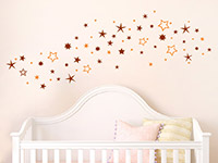 Sternenhimmel Wandtattoo in zwei Farben über dem Babybett