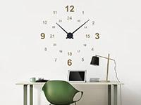 24 Stunden Wandtattoo Uhr über dem Schreibtisch im Büro