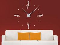 Wandtattoo Uhr Sprachen im Wohnzimmer in weiß