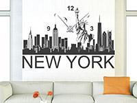 Wandtattoo Uhr New York Skyline im Wohnzimmer