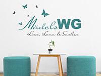 Zweifarbiges Wandtattoo Mädels WG mit Wunschnamen im Wohnzimmer