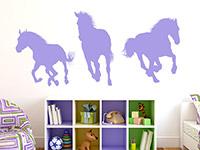 Wandtattoo Wildpferde in lavendel im Kinderzimmer