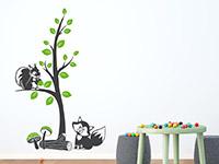 Wandtattoo Zweifarbiger Baum mit Waldtieren