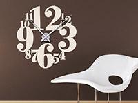 Wanduhr Wandtattoo Uhr mit Zahlen auf dunkler Wand