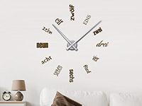 Wandtattoo Uhr Zahlen Schriften im Wohnzimmer