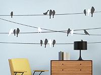 Wandtattoo Stromleitungen mit Vögeln in grau und weiß im Wohnzimmer