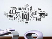 Internet Wandtattoo Wortwolke Chat Slang auf heller Wandfläche