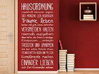 Motivierendes Spruchband Wandtattoo Hausordnung in weiß
