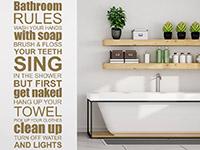 Englisches Spruchband Wandtattoo Bathroom Rules auf heller Wandfläche