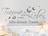 Wandtattoo Spruch Träume mit Schmetterlingen über dem Bett