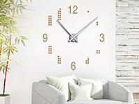 Wandtattoo Uhr mit Quadraten im Wohnzimmer