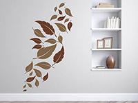 dekoratives Blätter Wandtattoo auf hellem Hintergrund
