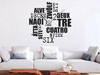 Wandtattoo Uhr Zwölf Sprachen im Wohnzimmer