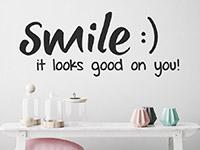 Wandtattoo Smile it looks good on you im Badezimmer