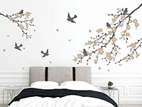 Wandtattoo Äste mit Blüten und Vögeln im Schlafzimmer