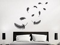 Wandtattoo Weiche Federn im Schlafzimmer