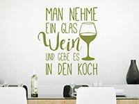 Wandtattoo Man nehme ein Glas Wein in der Küche