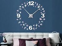 Wandtattoo Schwalben Uhr im Schlafzimmer in weiß und rosa