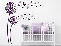 Wandtattoo Fantasieblumen mit Schmetterlingen im Kinderzimmer