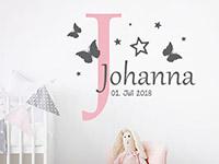 Wandtattoo Name mit Buchstabe und Sternen im Kinderzimmer
