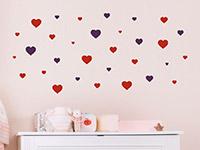 Zweifarbiges Wandtattoo Herzen Set über dem Wickeltisch