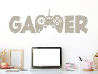 Zocker Wandtattoo Gamer auf heller Wand