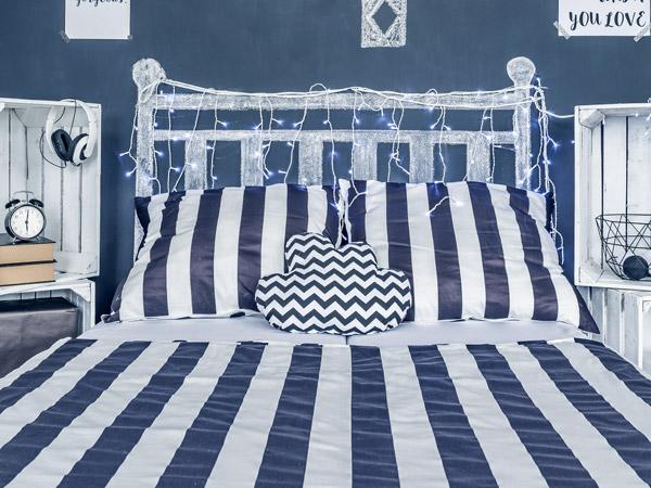 Schlafzimmer Dekoration Mit Maritimen Streifen