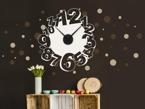 Braune Wand, Helle Uhr   Farbakzente Im Jugendzimmer