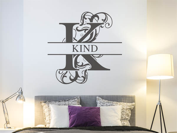 wandtattoo kind als monogramm t rschild oder familienwappen. Black Bedroom Furniture Sets. Home Design Ideas