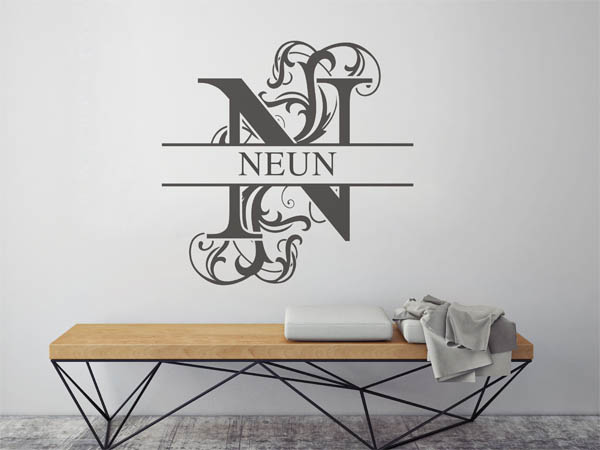 wandtattoo neun als monogramm t rschild oder familienwappen. Black Bedroom Furniture Sets. Home Design Ideas